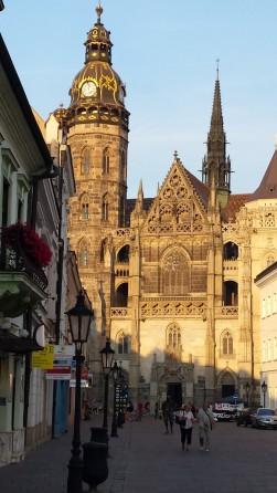 14 Westansicht auf die Hl. Elisabethkirche. © L.Gläsmann