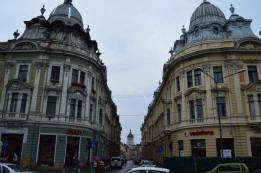 3 Blick vom Beginn der Iuliu-Maniu-Straße (Strada Iuliu Maniu) auf die Dormitio-Mariae-Kathedrale auf dem Avram-Iancu-Platz (Piața Avram Iancu) in Cluj-Napoca. © O.Hegedues