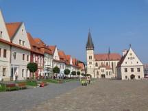 4 Rathausplatz in Bardejov mit Blick auf die Basilika des hl. Ägidius. © N.Gutsul